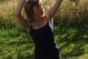 Mots dansés, mots chantés, corps relié…